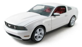 FORD MUSTANG GT WHITE/CASHMERE STRIPES 1/18